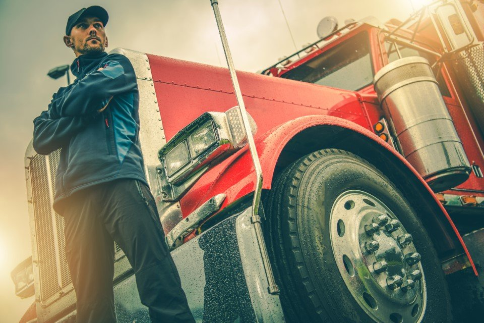 trucking-is-growing-top-5-reasons-to-become-a-cdl-driver